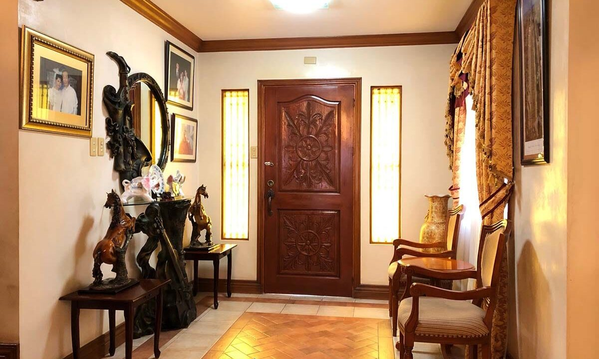 3-Bedrooms-Fully-Furnished-House-For-Sale-in-Paseo-San-Ramon-Banawa-Cebu-City-Entrance