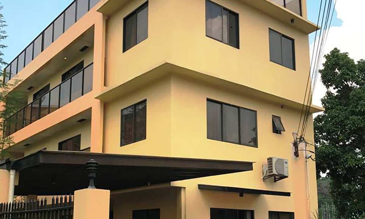 10-Rooms-Duplex-House-For-Sale-near-One-Pavilion-Place-in-Banawa-Cebu-City-Entrance