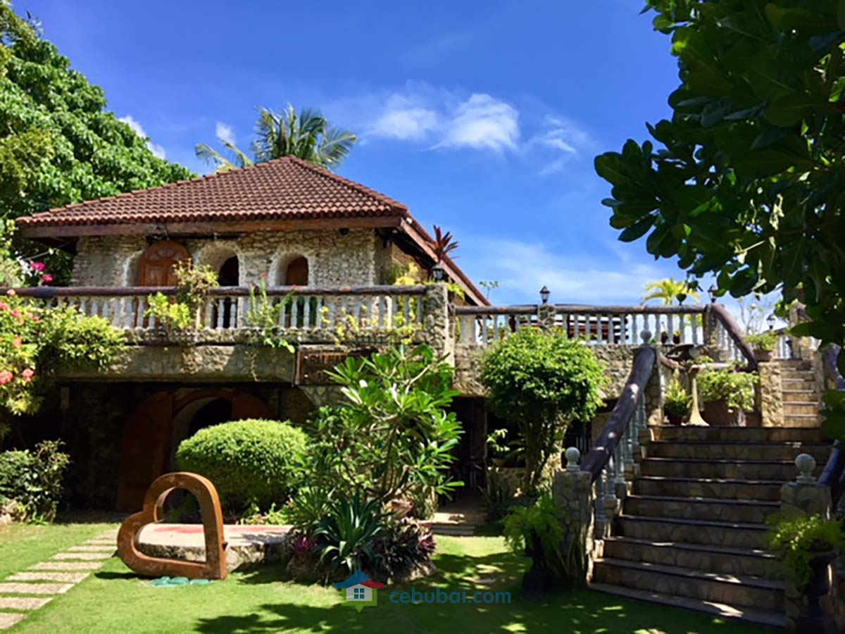 1908 SqM Resort with Antique Furniture For Sale in Argao