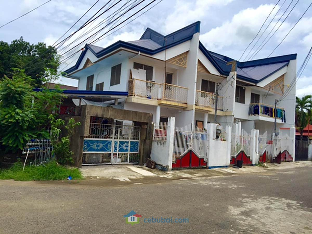 Corner Lot with 4 Apartment Units For Sale in Labangon