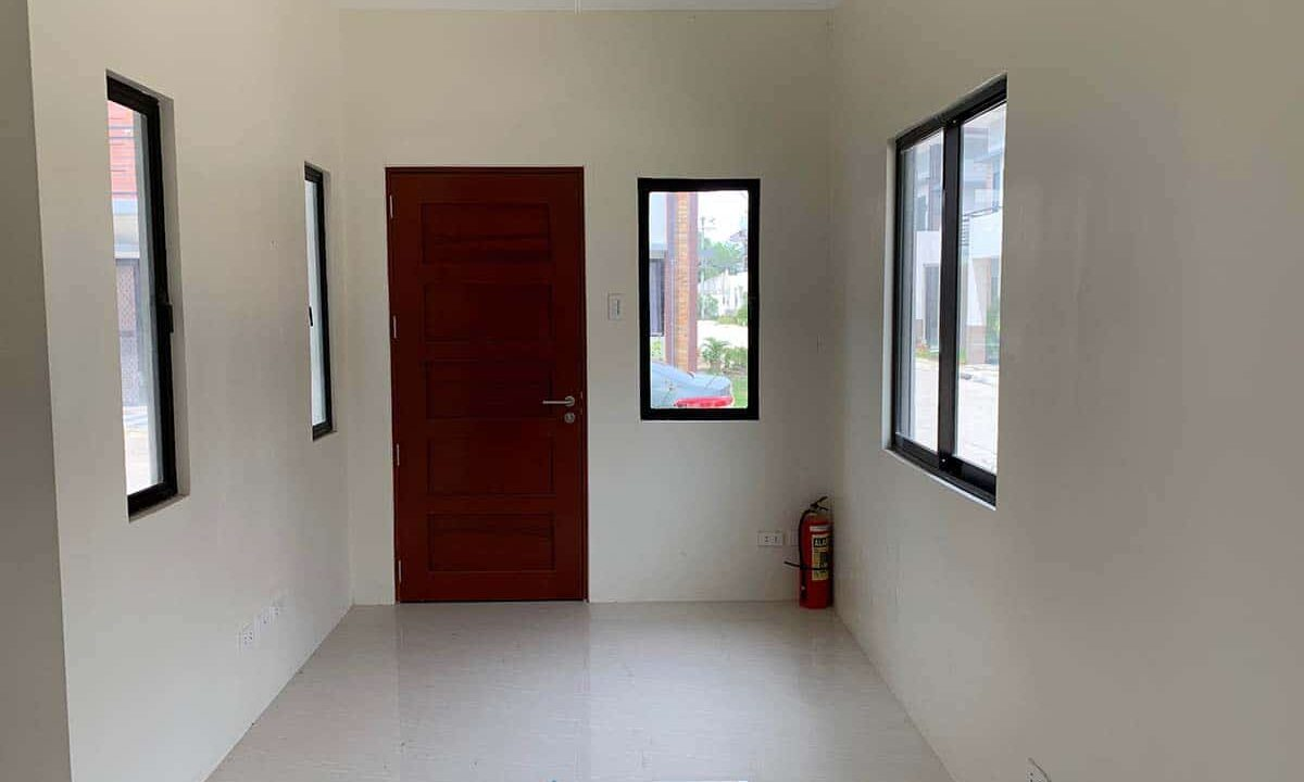 RFO-Corner-Townhouse-Unit-For-Sale-in-Woodway-Townhomes-Talisay-City-Cebu-1
