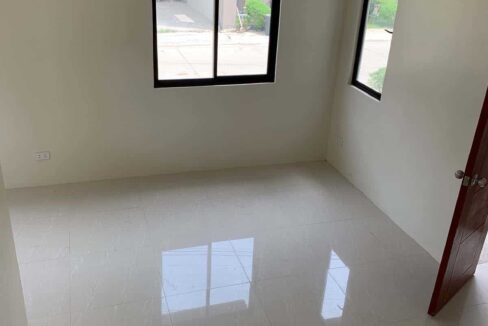RFO-Corner-Townhouse-Unit-For-Sale-in-Woodway-Townhomes-Talisay-City-Cebu-5
