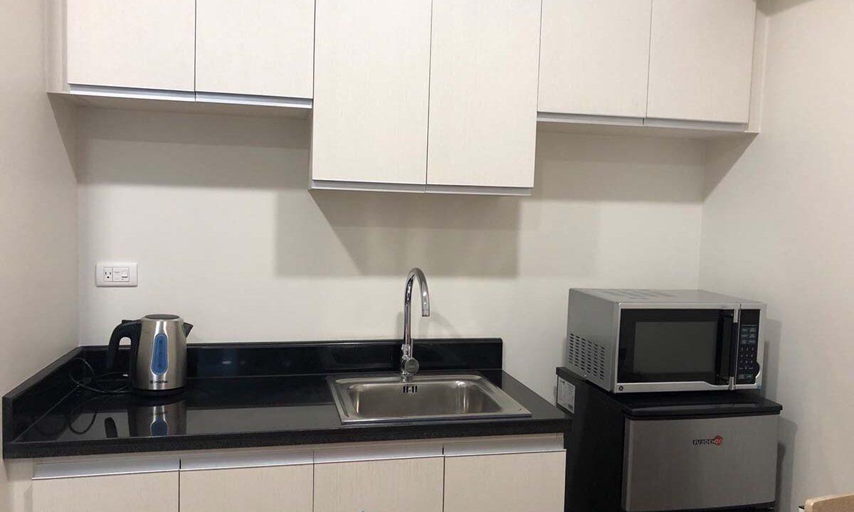 Minimalist-Studio-Condo-For-Rent-in-Solinea-Tower-2-Sink-Fridge