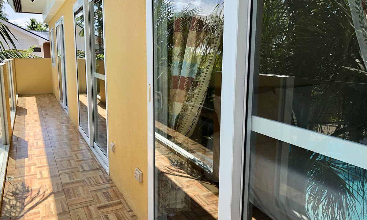 Modern-2-Story-Beach-House-for-Sale-Balcony
