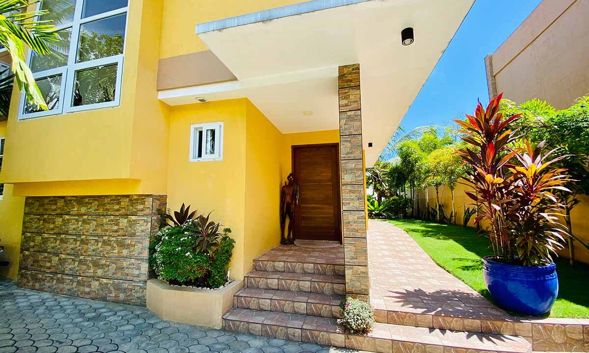 Modern-2-Story-Beach-House-for-Sale-Entrance