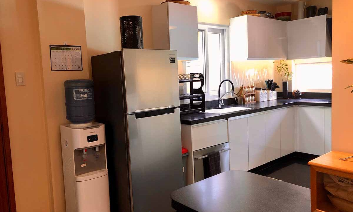 Modern-2-Story-Beach-House-for-Sale-Kitchen-1