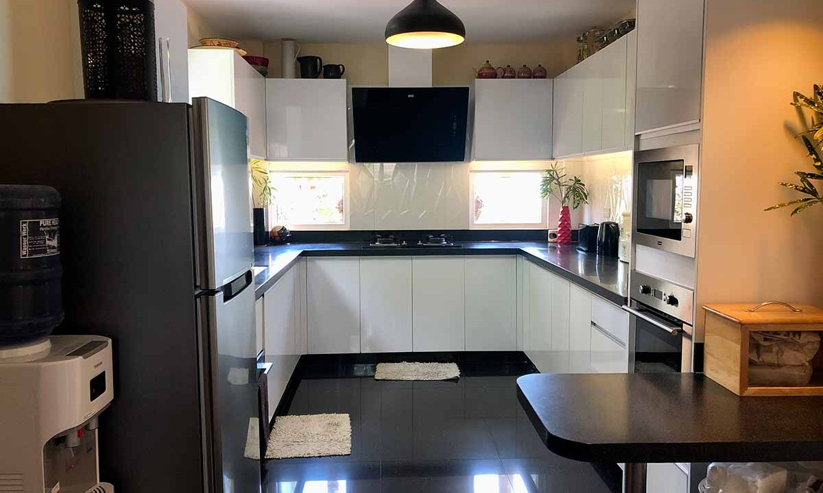Modern-2-Story-Beach-House-for-Sale-Kitchen
