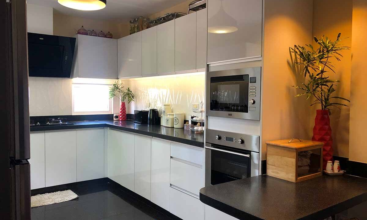 Modern-2-Story-Beach-House-for-Sale-Kitchen-2