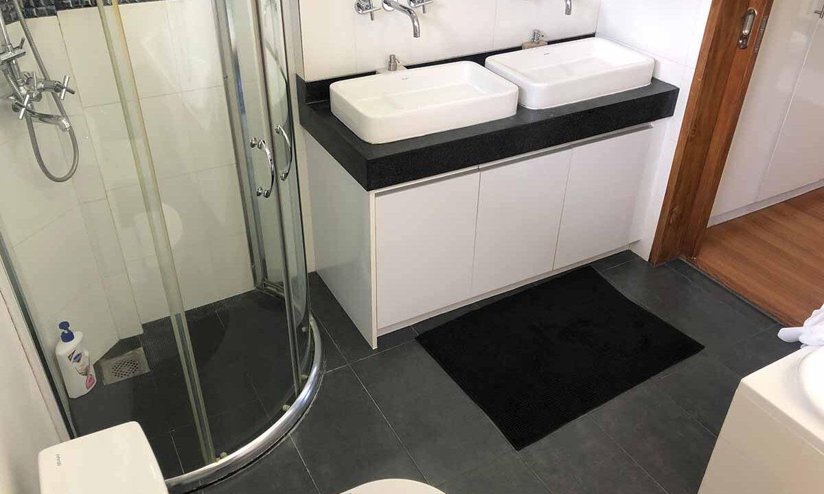 Modern-2-Story-Beach-House-for-Sale-Shower