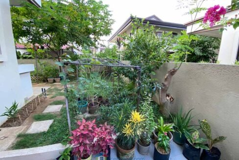 2-Story-House-For-Sale-with-Landscaped-Garden-(Garden)