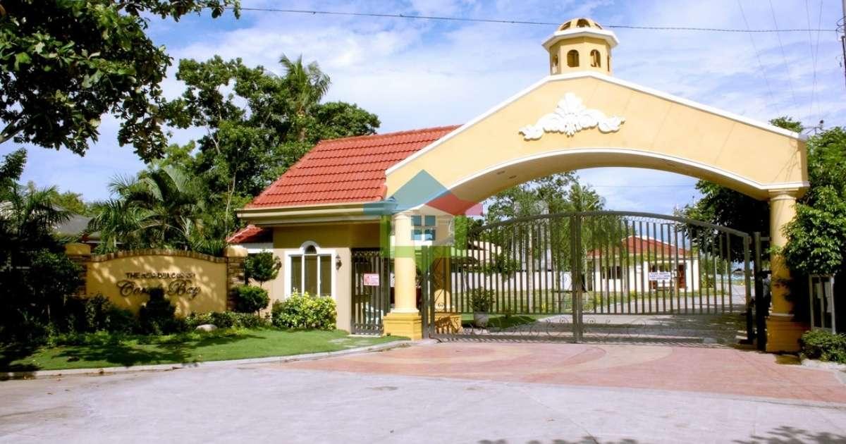 Brand-New-4-BR-Seaside-Living-House-For-Sale-in-Cebu-Entrance